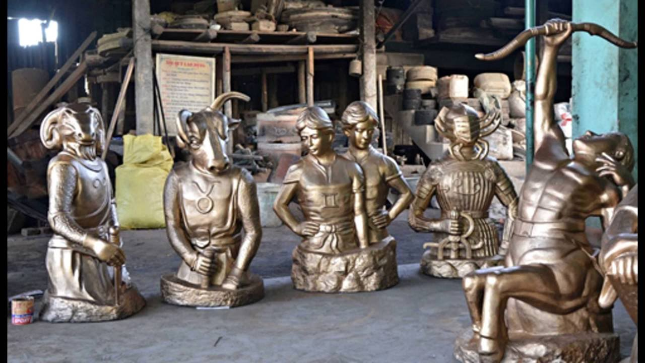 How does traditional bronze casting?